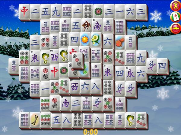 连连看》是一款麻将类游戏,游戏以圣诞节作为主题,在场景、背景与图案上都采用了圣诞风格。游戏含有多种可以调节的选项,牌面风格,游戏模式等,五十种以上的摆法。游戏中有提示和后退功能,并且提示是不限次数与CD的,但是当没有可消除的时候不会自动变换只能Gameover